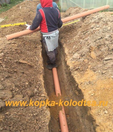 Укладка канализационных труб.